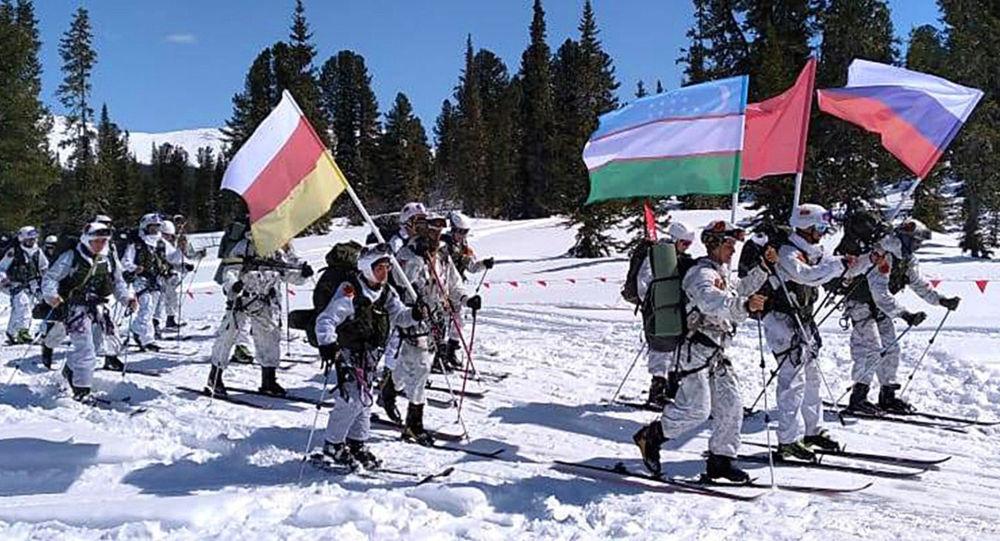 Военные из Южной Осетии вышли на «Саянский марш» в рамках «АрМИ-2021»