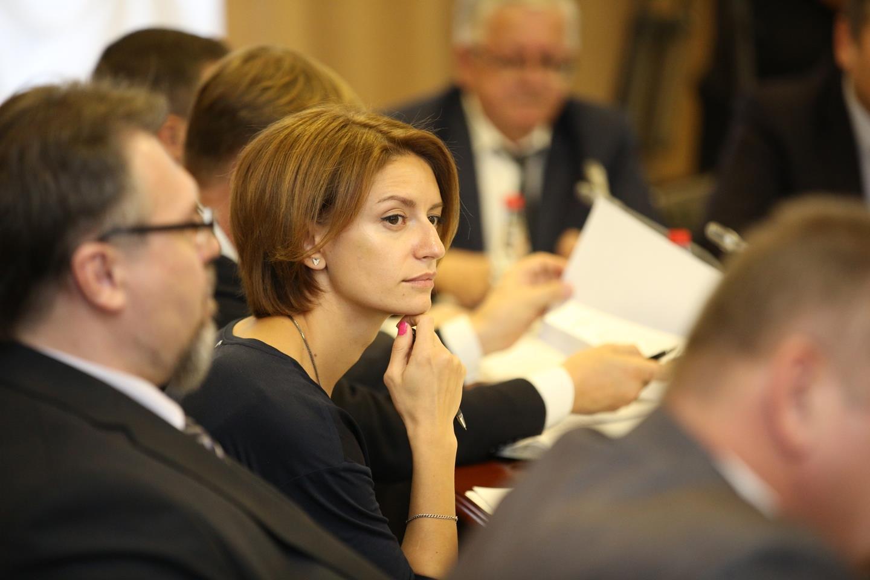Сергей Меняйло представил главным редакторам республиканских СМИ нового руководителя пресс-службы АГиП