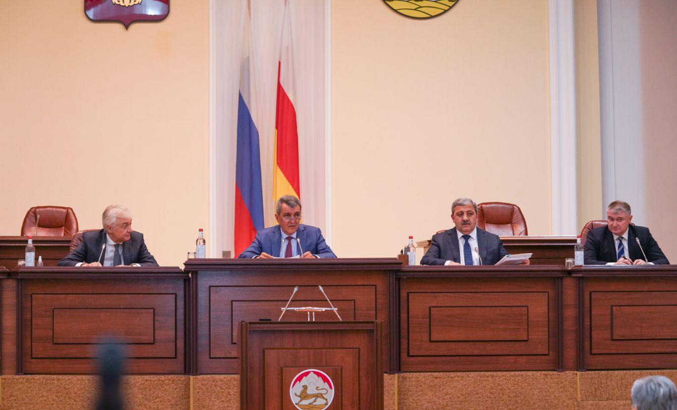 Сергей Меняйло встретился с представителями фракций «КПРФ» и «Справедливая Россия»