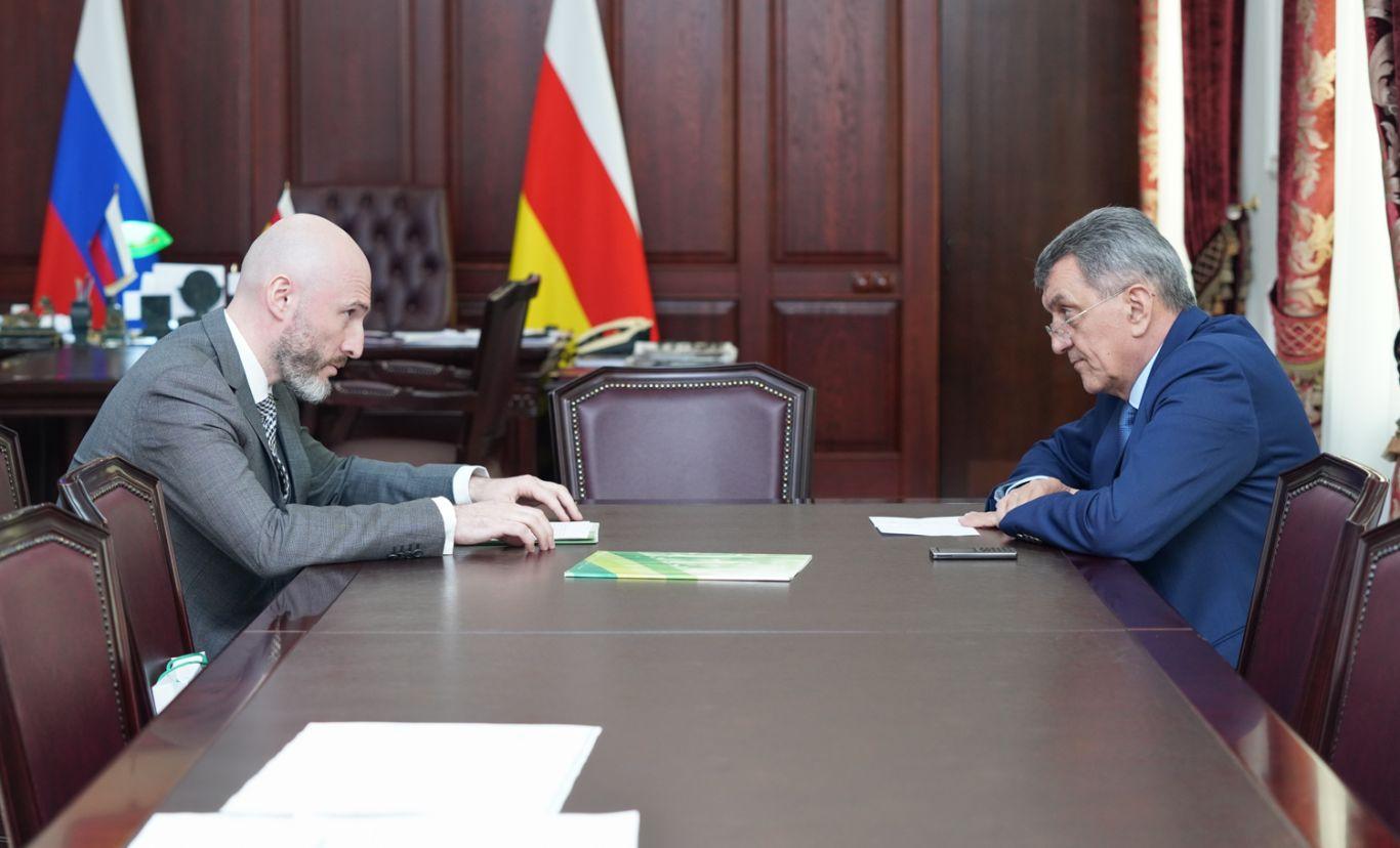 Сергей Меняйло провел встречу с управляющим Северо-Осетинским отделением Сбербанка Амираном Левитским