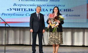 Вячеслав Битаров вручил ключи от квартиры победителю конкурса «Учитель года»