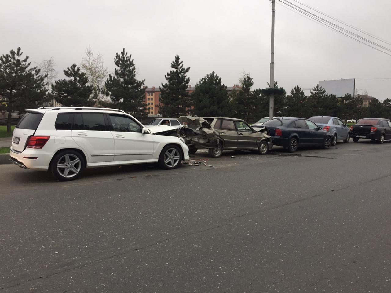 При столкновении пяти автомобилей на Архонском шоссе пострадали три человека