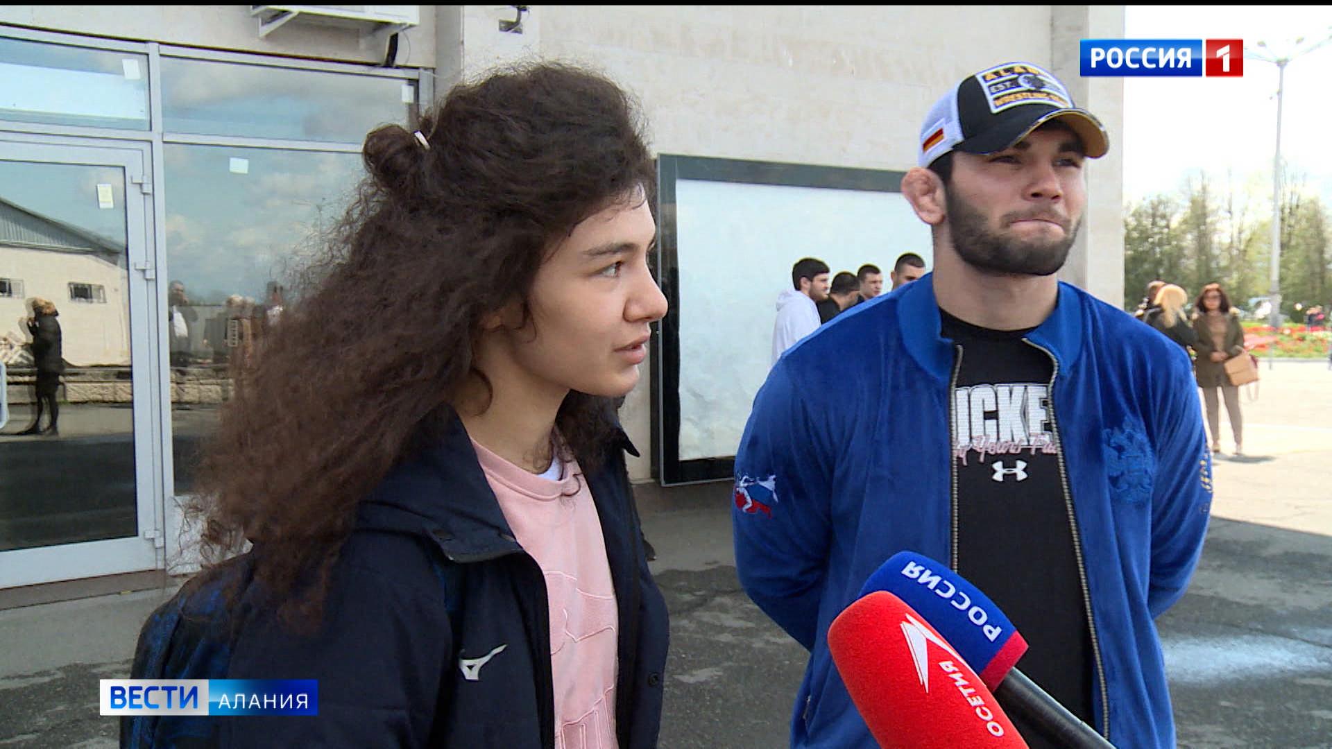 В аэропорту «Владикавказ» встретили североосетинских чемпионов — Артура Найфонова и Мадину Таймазову