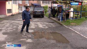 Активисты ОНФ взяли на контроль ситуацию с благоустройством одного из дворов на ул.Гагкаева