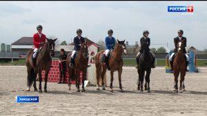 В Северной Осетии прошел чемпионат СКФО по конному троеборью