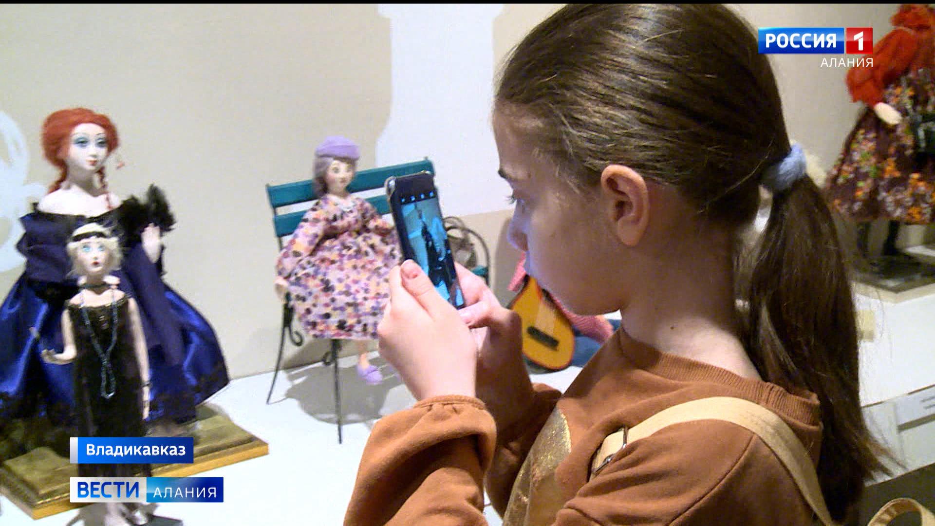 Во Владикавказе проходит выставка авторской куклы Земфиры Дзиовой