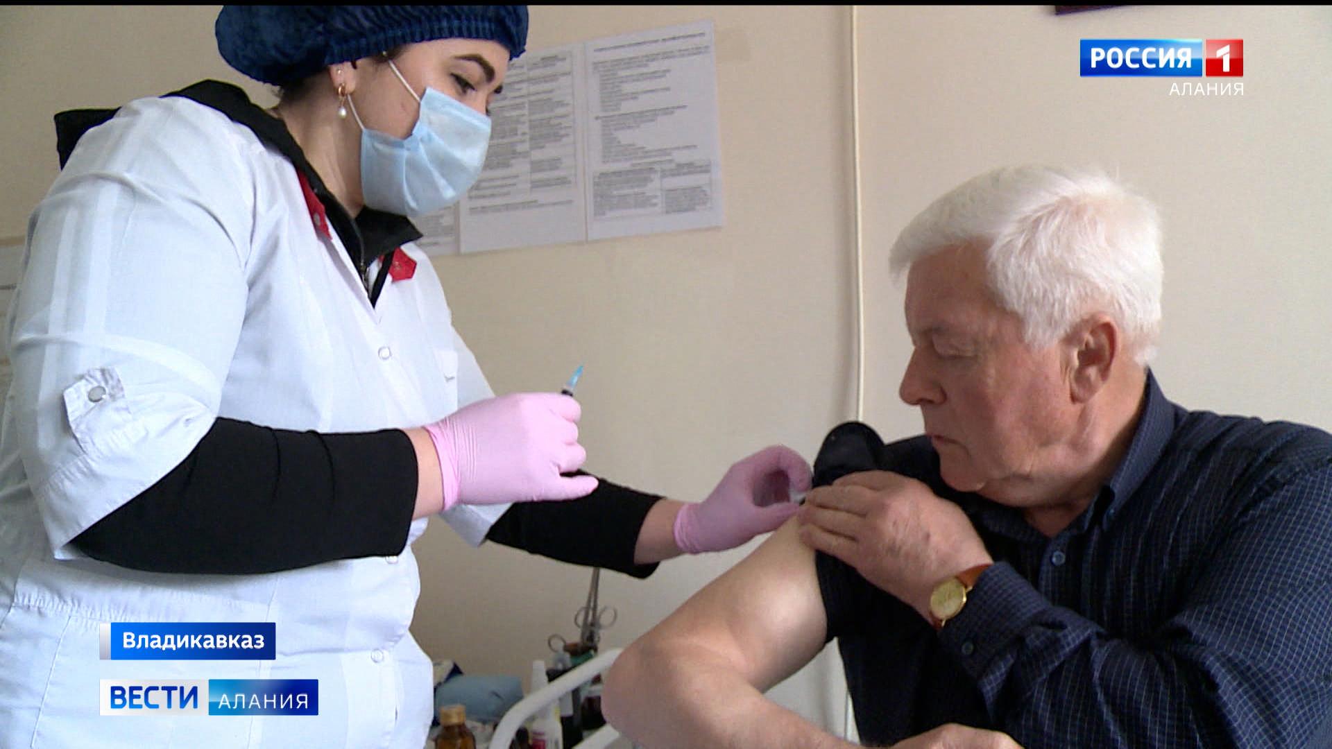 Еще 40 человек прошли вакцинацию в республиканском медколледже