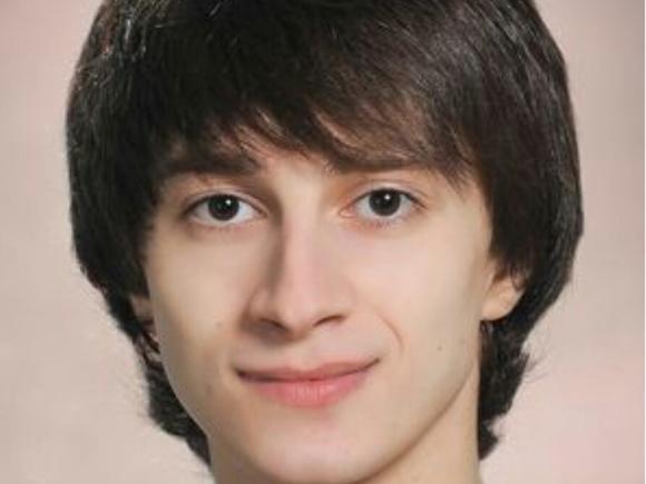 Солист Мариинского театра Давид Залеев получил тяжелую черепно-мозговую травму, катаясь на электросамокате