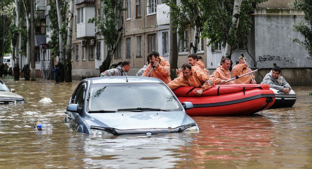 Анатолий Бибилов поручил оказать помощь Керчи, пострадавшей от наводнения
