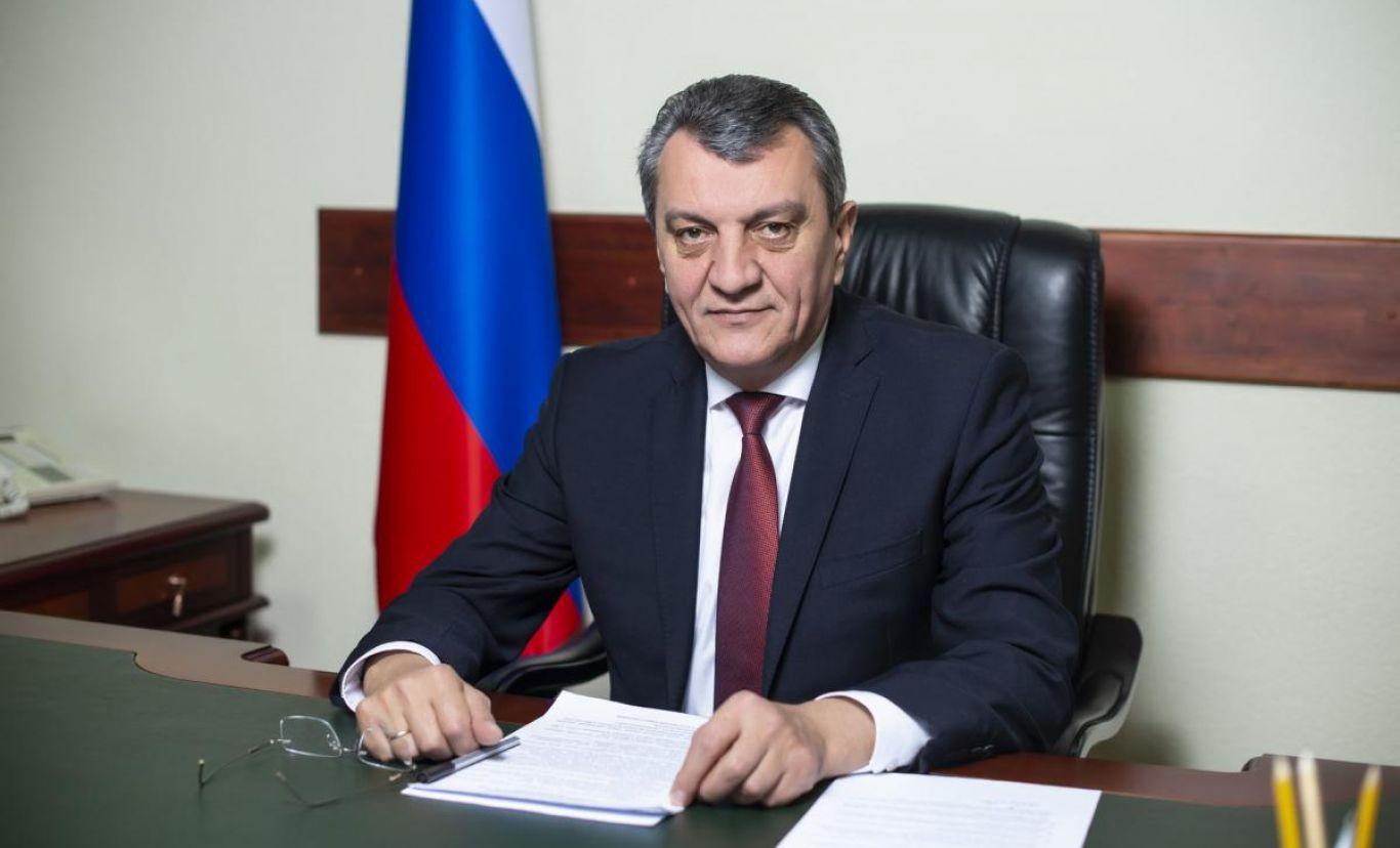 Сергей Меняйло поздравил медработников республики с профессиональным праздником