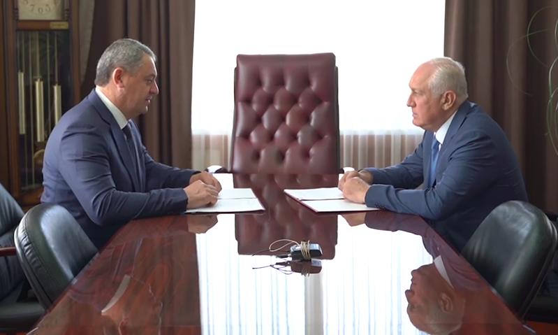 Русланбек Икаев подписал контракт с Вячеславом Мильдзиховым