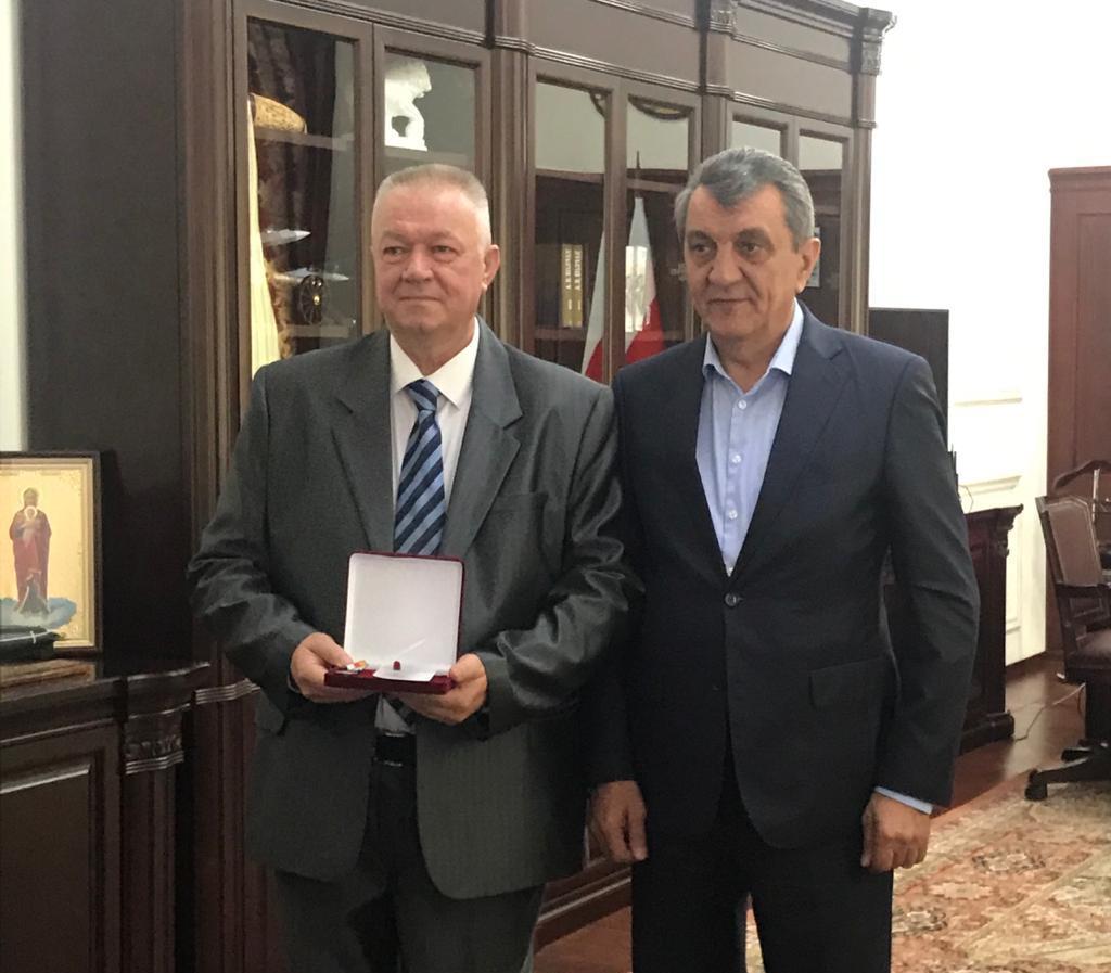 Руководитель группы телеоператоров ГТРК «Алания» Юрий Жирняк награжден медалью «Во Славу Осетии»