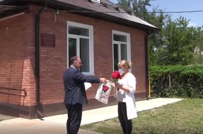 Активисты ОНФ поздравили медиков Моздокского района в профессиональным праздником и проинспектировали ФАПы