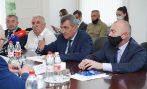 Сергей Меняйло обсудил развитие легкой промышленности с представителями отрасли