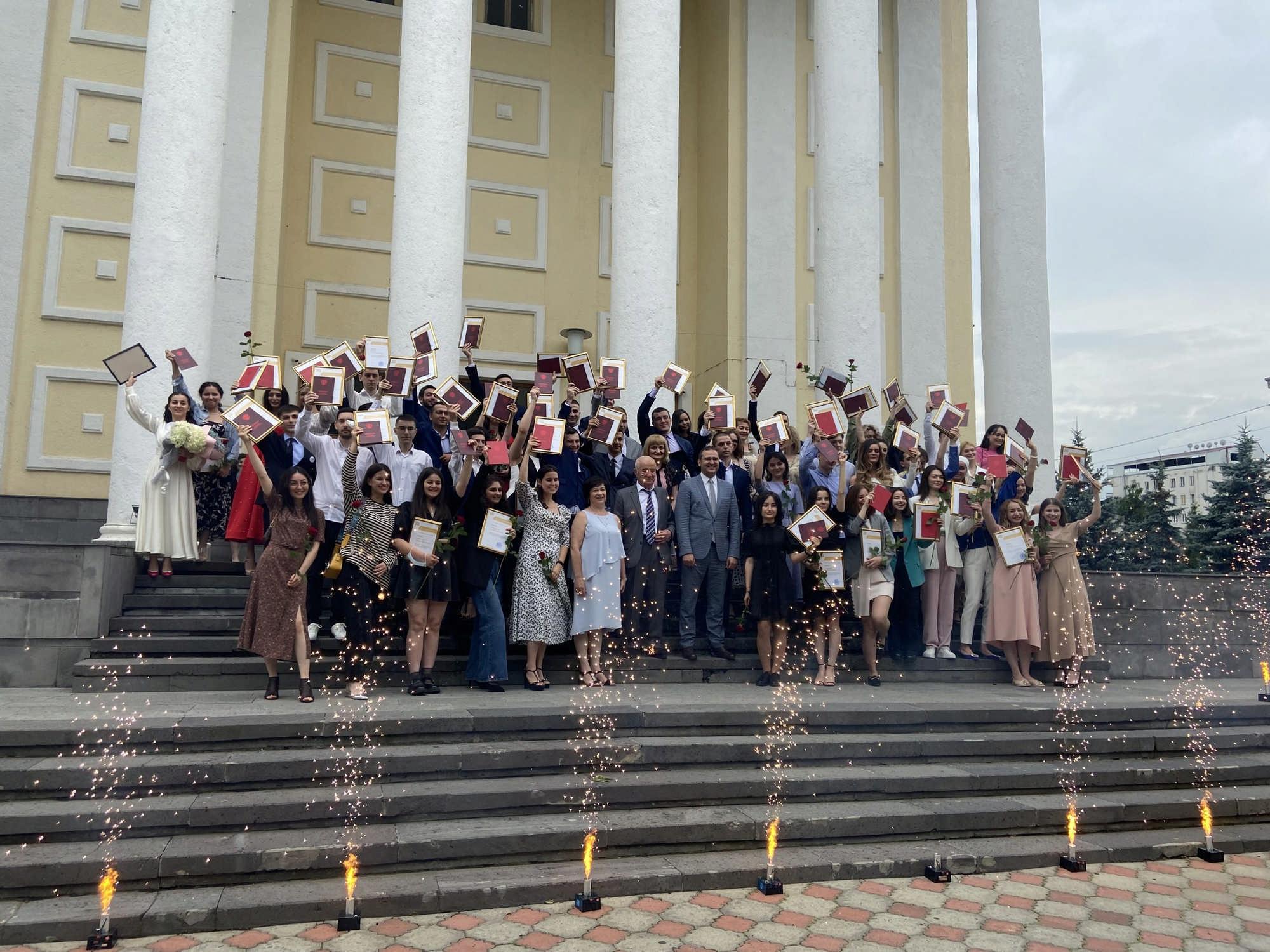 В СОГУ вручили красные дипломы