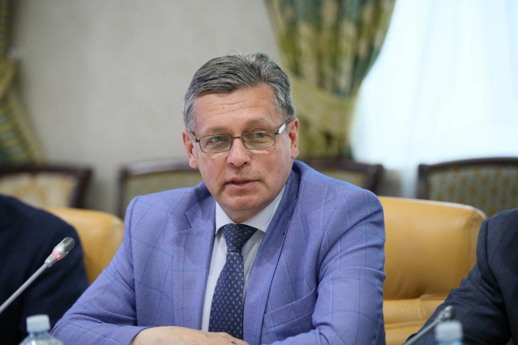Рифат Сабитов: Новый закон упорядочит работу зарубежных IT-гигантов на территории РФ и заставит их уважать наше законодательство