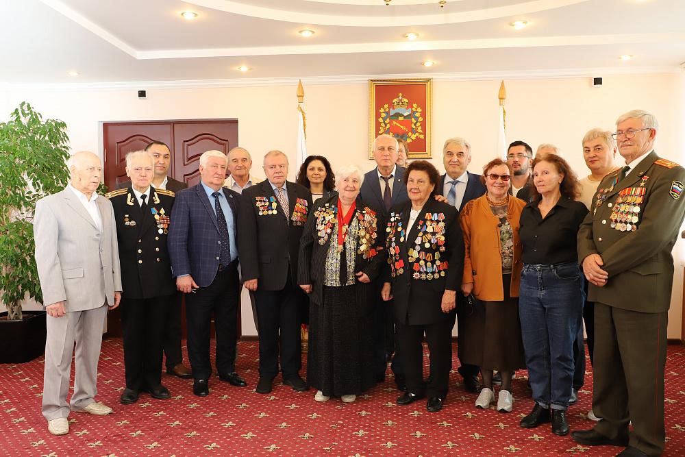 Вячеслав Мильдзихов встретился с делегацией из Санкт-Петербурга